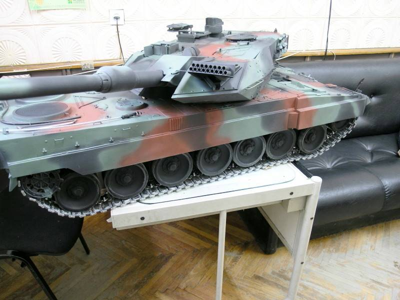 Radio Controlled Tank Leopard 1/6 scale